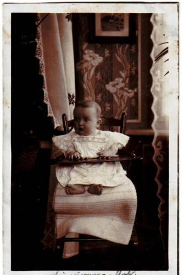31664,LOVELY BABY in BABY CHAIR WHITE DRESS 1905