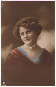 PRETTY VINTAGE GIRL Profile POSE Photo Postcard