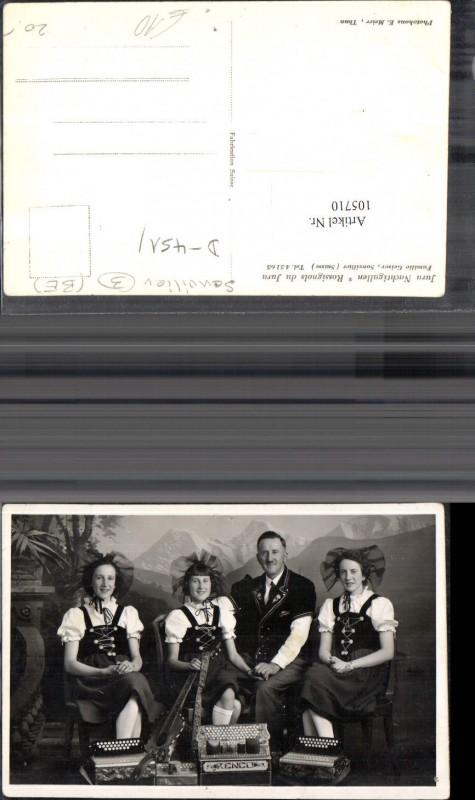 105710,Nachtigallen Rossignols du Jura Familie Geiser FotoAk Familie m. Musikinstrumente i. Tracht