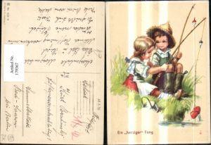 179367,Künstler Ak Kinder b. Fischen Angeln Angel Ein herziger Fang