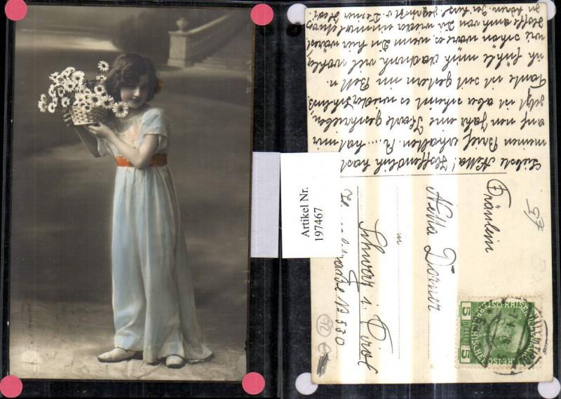 197467,Kind Mädchen m. Kleid Korb m. Blumen