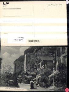 200168,Lauterbrunnen Strassenansicht m. Personen Frauen Tracht Typen Wasserfall i. Hintergrund Kt Bern