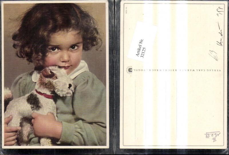 32125,Kind Mädchen m. Spielzeug Hund Spielzeughund