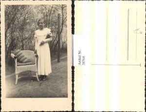 38764,Foto Ak Frau Mädchen Portrait weisses Kleid Blumen Strauß