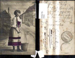 39481,Frau Portrait Zöpfe Dirndl Kleid m. Eimer Kübel Spruch Text