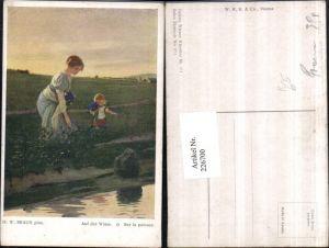 226700,Künstler AK H. W. Braun Auf d. Wiese Frau Mutter m. Kind b. Blumen pflücken Wiese