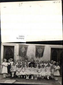122051,Foto Ak Kinder Mädchen b. Erstkommunion m. Priester Gruppenbild