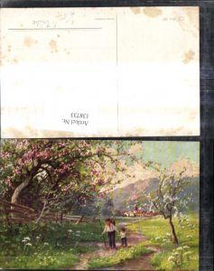 138733,Künstler Ak F. Trübe Wanderer Landschaft Dorf Bergkulisse