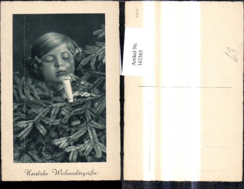 162365,Foto Ak Kind Mädchen bläst Kerze a. Weihnachtsbaum aus Weihnachtsgrüße