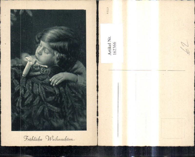 162366,Foto Ak Kind Mädchen bläst Kerze a. Weihnachtsbaum aus Weihnachtsgrüße