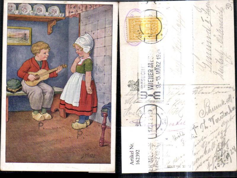 162392,Künstler Ak J. Kränzle Kinder Holland Volkstypen Tracht Gitarre Holzschuhe