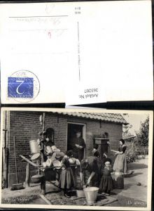 263207,Berufe Heimarbeit Holland Waschen Eimer Kübel v. Haus Op de Veluwe De afwas