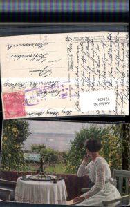 321624,Künstler AK Sigvard Hansen Sommertag Frau m. Kleid Balkon Tisch See