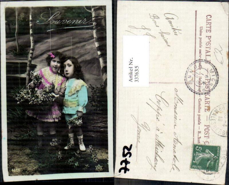 337635,Kinder Mädchen Bub Junge m. Blumen Korb Strauß Birken