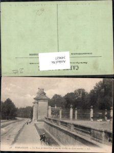 349627,Ile-de-France Yvelines Versailles La Route de Saint-Cyr et une des Grilles des Cent marches