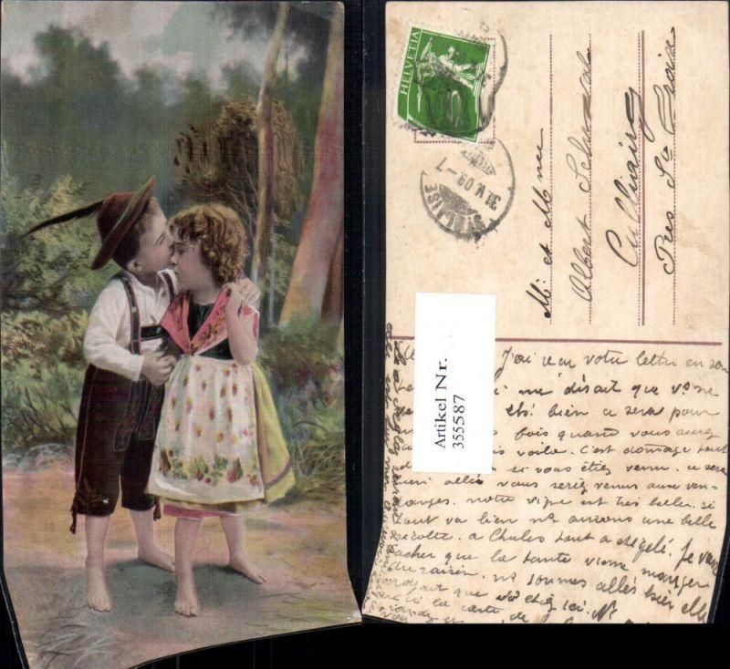 355587,Kinder Bub Junge Mädchen Tracht Federhut Hut Kuss a. Stirn