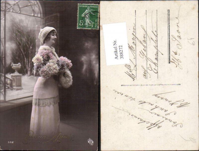388272,Frau Pelzmode Pelz Mode Strickhaube Stola Pelzstola Blumen Bonne Annee