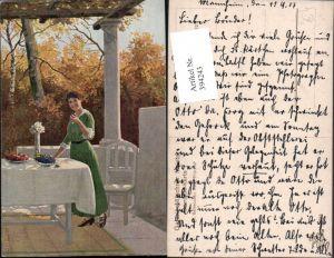 394243,Künstler AK M. Barascudts Terrasse Frau m. Kleid Tisch pub Galerie Münchner Meister