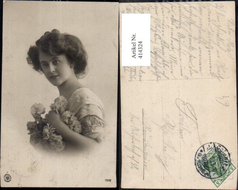 414324,Frau Portrait Blumen Nelken pub NPG 1510