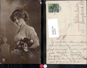 414375,Frau Haarband Halskette Rosen Blumen Portrait