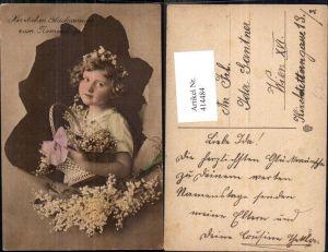 414484,Kind Mädchen Korb Maiglöckchen Passepartout Zerrissenes Papier