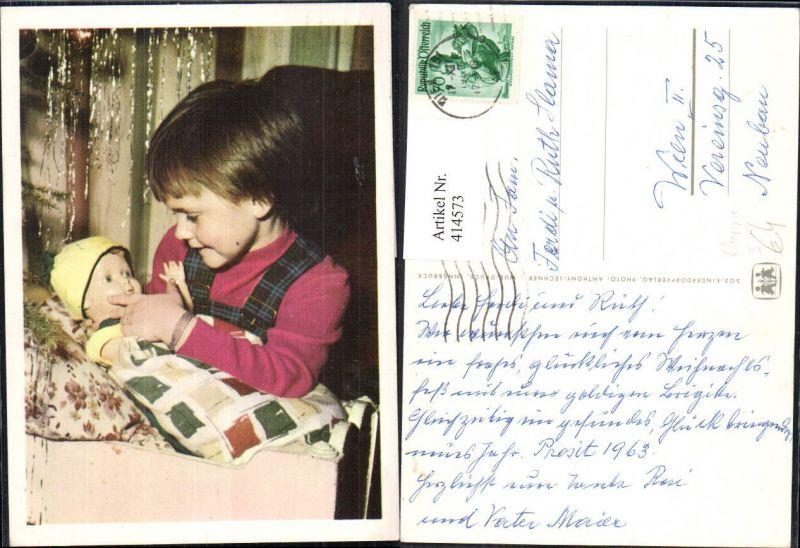 414573,Puppe Mädchen unter Weihnachtsbaum Christbaum pub SOS Kinderdorf Stempel Wien 101