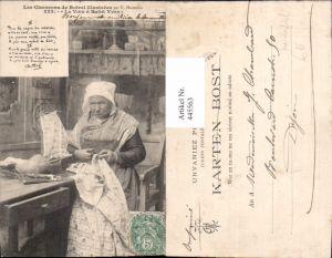 445563,Alte Frau Nähen Le Voeu a Saint Yves Boot aus Schuh u. Stoff Heimarbeit Handarbeit