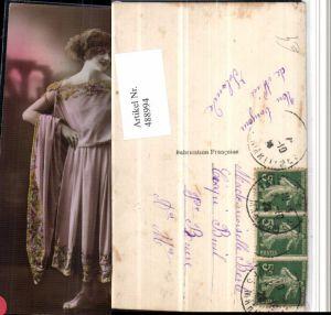 488994,Römische Frau Kleid Sandalen Krug