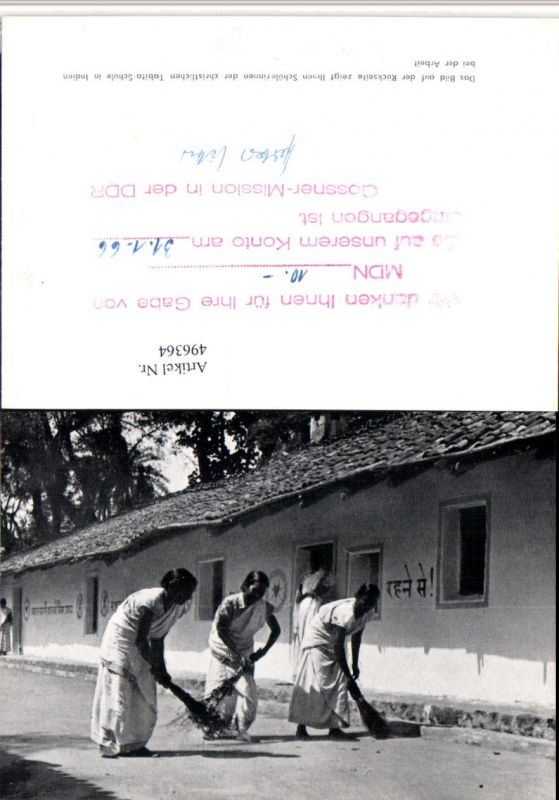496364,India Schülerinnen der christlichen Tabita-Schule Typen Besen