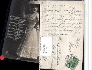 522114,Frau m. Hut Hutmode Kleid Spruch