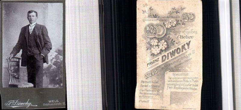 530296,CDV Kabinettfoto Atelier F. Diwoky Wels Mann Anzug Stuhl Thonet