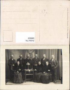 580820,Gruppenbild Familie Männer Frauen Tracht Schwalbenschwan pub Atelier Sonnenleitner Gmunden