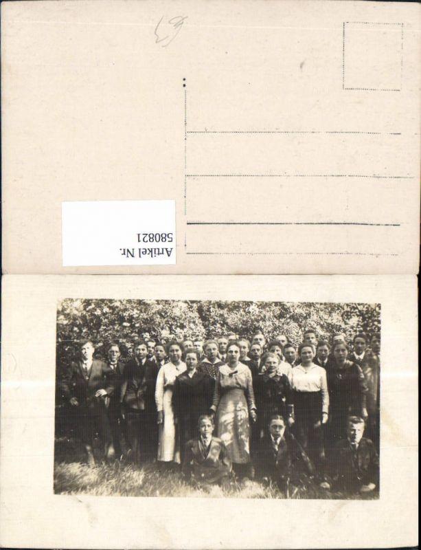 580821,Foto Ak Gruppenbild junge Frauen u. Männer Schüler