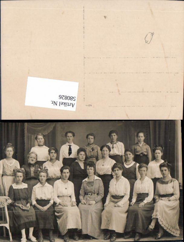 580826,Foto Ak Gruppenbild Frauen Uniform Schülerinnen