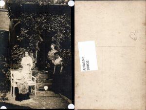 580832,Gruppenbild Familie b. Stiege Haus