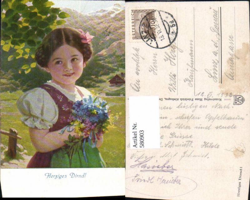 580903,Künstler Ak Herziges Dirndl Mädchen Kind i. Tracht Blumenstrauß Haarschleife