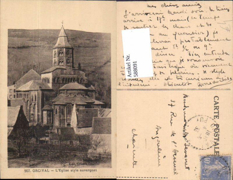 588091,Orcival L Eglise style auvergnat Kirche France