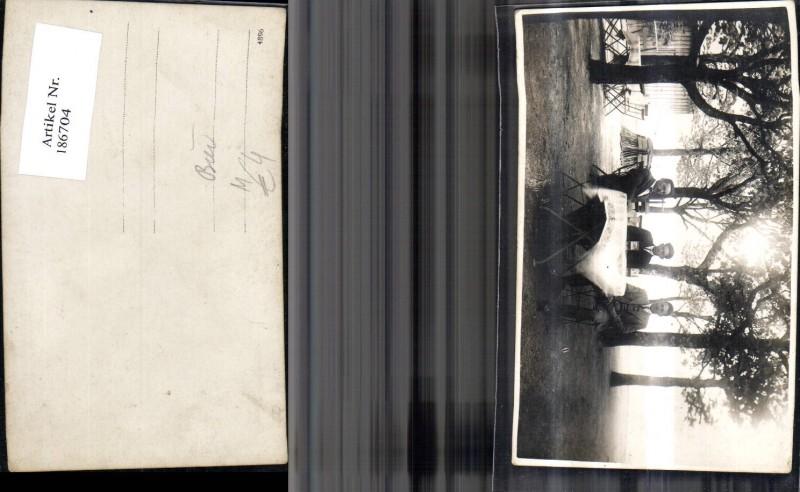 186704,Bier Foto Ak Männer a. Tisch Bier Bierkrug Gastgarten