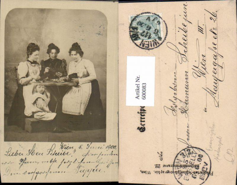 600083,Foto Ak Wien Frauen m. Kind Kartenspiel Spiele Emanzipation 1902 0