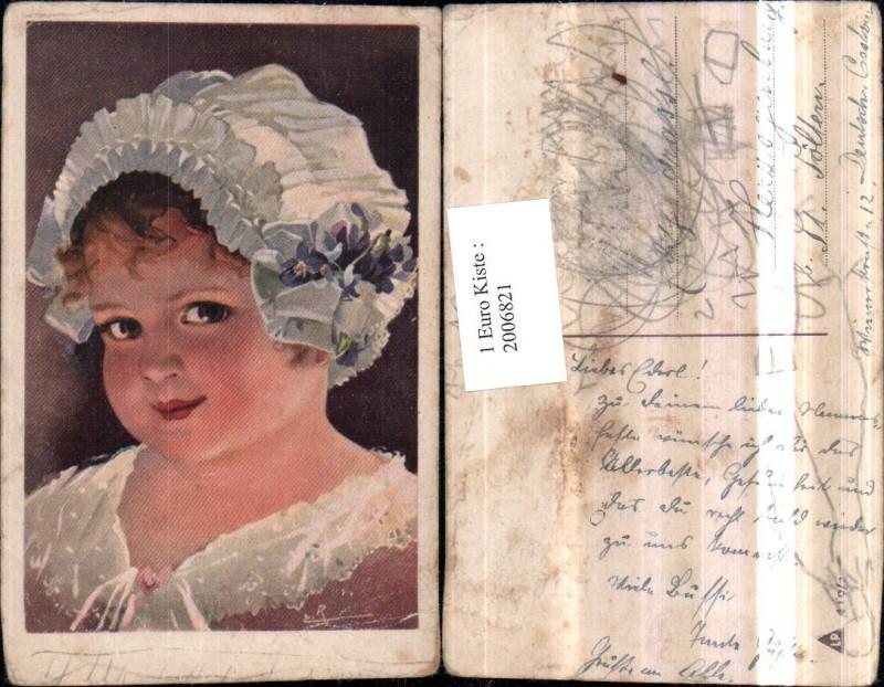 2006821,Künstler AK Kind Mädchen m. Haube Veilchen Blumen Portrait