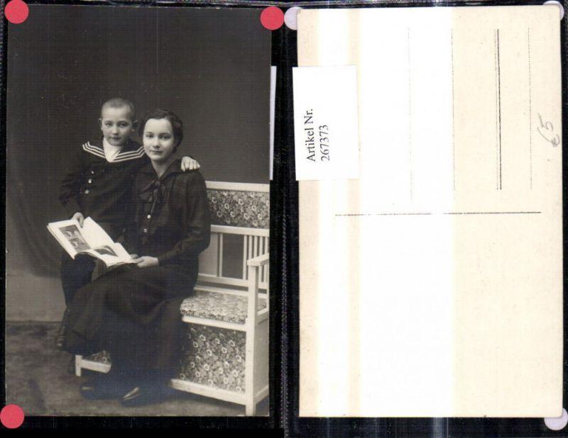 267373,Foto Ak Frau m. Junge Bub i. Matrosenanzug liest Buch Lesen