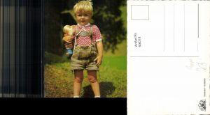 600218,Blonder Bub Junge m. Puppe Tracht Lederhose