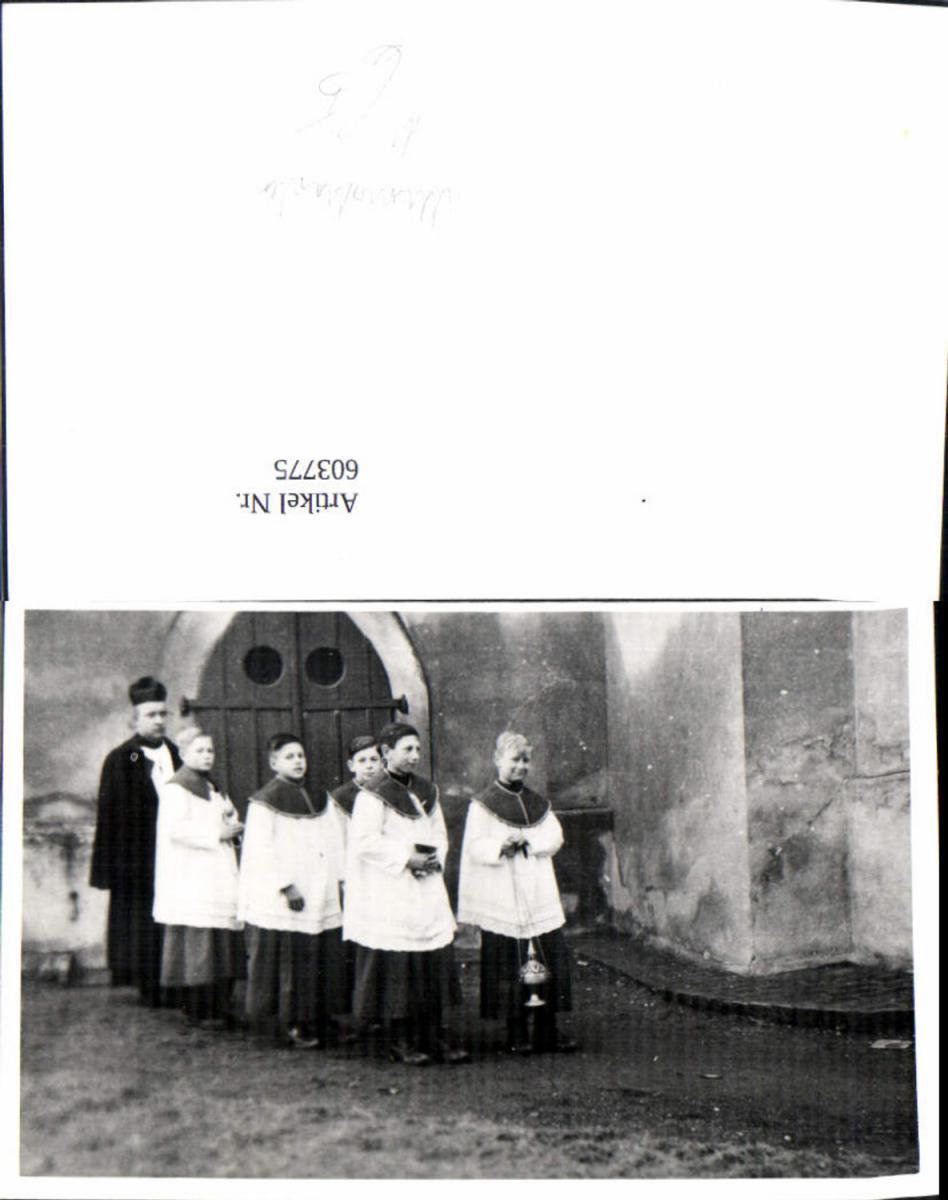 603775,Foto Priester m. Ministranten Messe Weihrauch Religion