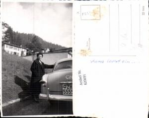 620691,Foto Ak St Moritz Frau b. Auto Ford stehend m. Villa Flütsch