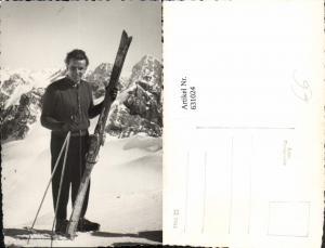 631024,Foto Ak Mann m. Ski Skier v. Bergkulisse Wintersport