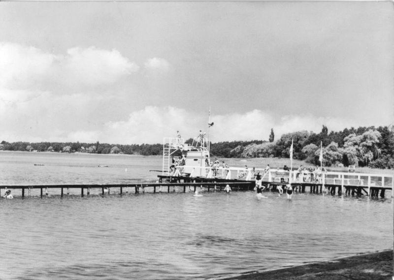 Ansichtskarte, Wandlitzsee Kr. Bernau, Strandbad, belebt, 1967