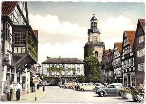 Ansichtskarte, Rinteln Weser, Marktplatz, zeitgen. Pkw, um 1960