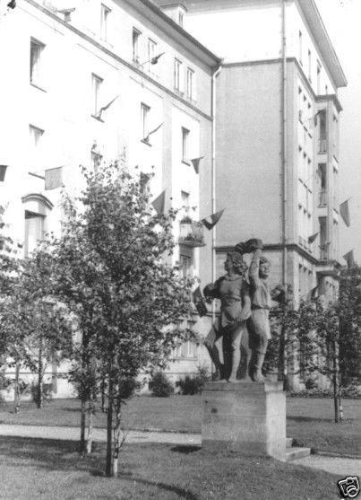 Foto im Ansichtskarte-Format, Dresden, Grunaer Str., Gruppenplastik