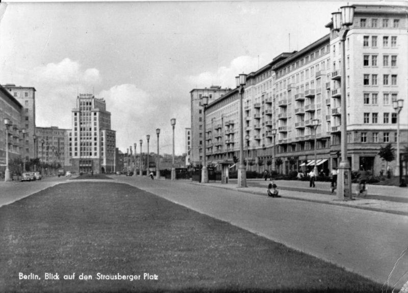 Ansichtskarte, Berlin Friedrichshain, Blick von Osten auf den Strausberger Platz, 1958