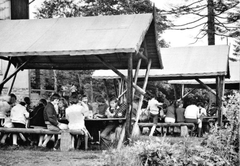 Ansichtskarte, Bärenstein Erzgeb., Berggaststätte, Garten, belebt